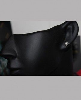 Boucles d'oreilles puces en or jaune 18k diamants