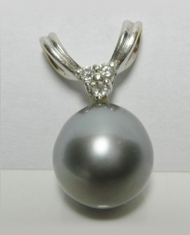 Pendentif perle de Tahiti diamants or blanc